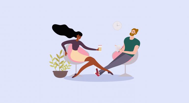 femme et homme assis sur des chaises se parlent en détente