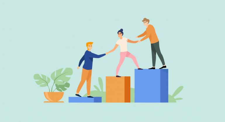 Employés se donnent un coup de main pour aider leurs collègues à monter les escaliers